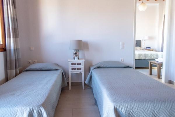 7-upstair-apartment-in-skalaBB269AA3-9313-1D3E-736A-CBCAC5D8C40B.jpg